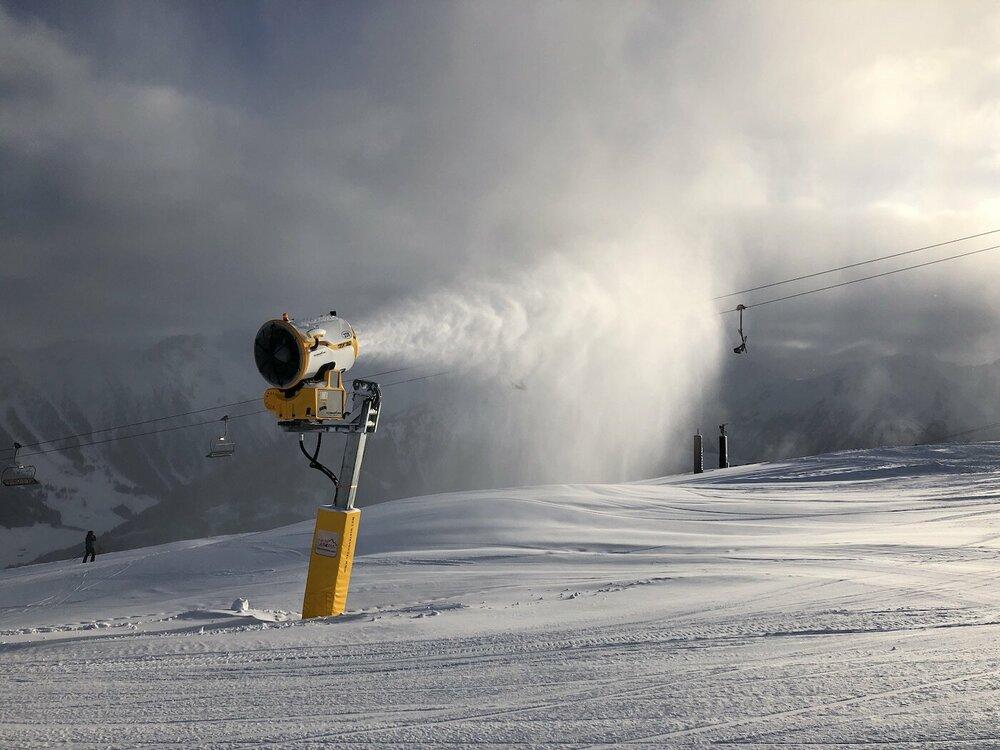 Sneeuwkanonnen draaien op volle toeren in de skigebieden