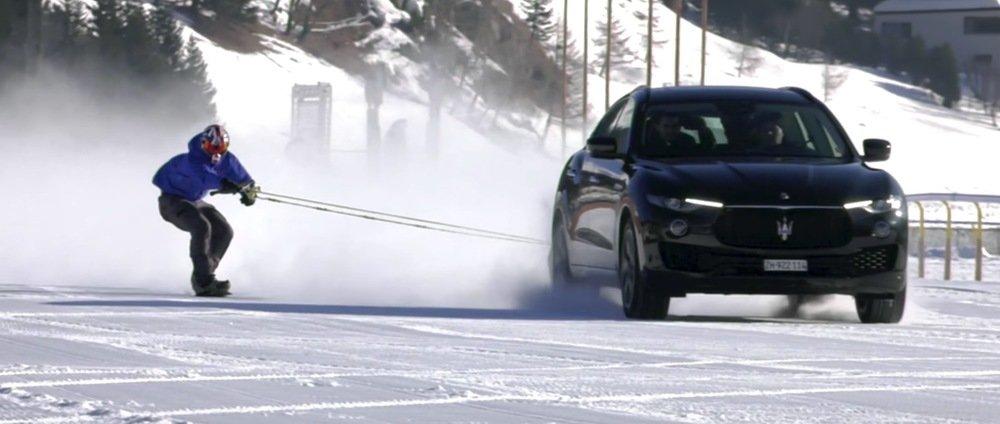 Nieuw wereldrecord: 150 km/u achter een auto op je snowboard